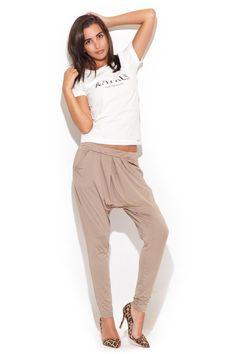 Beżowe spodnie damskie o swobodnym luźnym fasonie