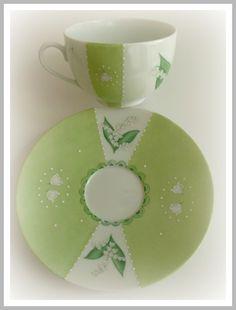 tasse à thé porcelaine fine de Limoges peinte à la main. Collection Muguet brin de bonheur