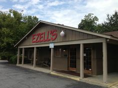 Ezell's Catfish Cabin in Columbus, Georgia is a true, Southern-style spot to snag some fresh fried seafood in the state. Columbus Weekend, Small Catfish, Houseplants Safe For Cats, Southern Fried Catfish, Fountain City, Baked Fish, Country Cooking, Crab Cakes, Freshwater Fish