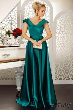 Elegant Dresses, Formal Dresses, Feminine Style, Women's Fashion, Classy Outfits, Dress Ideas, Fashion Ideas, Dresses For Formal