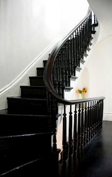 47 Park Avenue: Black Painted staircase???
