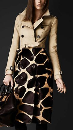 Contrast animal print trench coat by Burberry Fashion Magazin, Coats For Women, Clothes For Women, Burberry Trench Coat, Burberry Prorsum, Look Fashion, Fall Fashion, Casual Chic, Autumn Winter Fashion