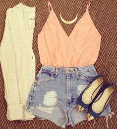 I kinda love outfits like this .... (longer shorts!!)  #cardi #summer outfits