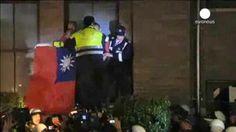 Estudiantes de Taiwan ocupan la sede del Gobierno en protesta por los acuerdos con China