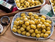 Enklaste potatisen till fest Potato Recipes, Veggie Recipes, Dinner Recipes, Vegetarian Cookbook, Vegetarian Recipes, Zeina, Greens Recipe, Recipe For Mom, Recipes From Heaven