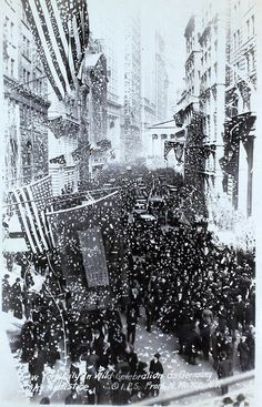 NYC celebrating upon the announcement the Armistice/11 Nov 1918