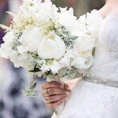 #LBBregram from @vincenzodascanio: Bridal Bouquet for your wedding #purewhite #bridalbouquet #vincenzodascanio Photo by @susanmariani #italywedding #tuscanywedding #tuscanywedding #milanwedding by smpweddings