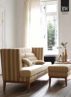 Diese edle Sitzbank Polo Dining haben wir in unserer Ausstellung Bad Aussee präsentiert. Die Stoffauswahl ist wirklich wunderschön - es ist für jeden Geschmack etwas dabei. Hier sehen Sie das Dining Sofa im Country Stil, bei uns erstrahlt sie in frischen Grüntönen! Natural Living, Lounge, Sofa, Couch, Country Stil, Inspiration, Furniture, Home Decor, Warm Paint Colors