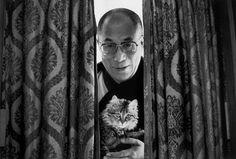 Photo Raghu Rai / Magnum Le Dalaï Lama chez lui à Dharamsala en 1979