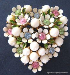 Vintage Pin Enamel Flower Heart¸.•*¨*•*•*¨*•.¸¸♥