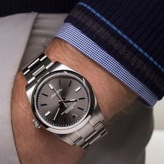 So much love for the new rhodium grey Rolex Oyster Perpetual. Color, details and restraint combine. ️
