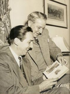 Undated photograph of Walt Disney and Julian Harris reading the Uncle Remus stories Old Disney, Vintage Disney, Disney Mickey, Disney Art, Mickey Mouse, Julian Harris, Walt Disney Land, Uncle Remus, Mr D