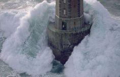 Le phare de la Jument pendant une tempête