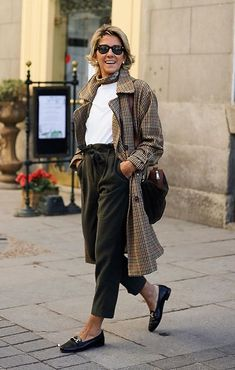 Best Fashion Tips For Women Over 60 - Fashion Trends Over 60 Fashion, Mature Fashion, Older Women Fashion, Over 50 Womens Fashion, Fashion Over 50, Fashion Tips For Women, Timeless Fashion, Boho Fashion Summer, Autumn Fashion