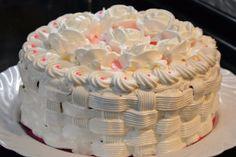 Cremă delicioasă cu gust de înghețată - perfectă pentru orice prăjitură! - Bucatarul Felicia, Deserts, Birthday Cake, Recipes, Pies, Sweets, Romanian Recipes, Birthday Cakes, Postres