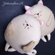 Eu Amo Artesanato: Cat pillow - Free pattern and step by step Photo tutorial - Bildanleitung und gratis Schnittvorlage Sewing Pillows, Diy Pillows, Sewing Projects For Kids, Sewing For Kids, Softies, Sewing Toys, Sewing Crafts, Pillow Inspiration, Cat Pillow