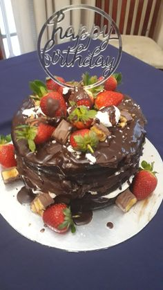 Chocolate goes well with strawberries and drizzle ganache Strawberries, Food Ideas, Pudding, Cakes, Chocolate, Desserts, Tailgate Desserts, Strawberry Fruit, Deserts