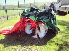 Reception are making the most of the sunny weather today! They have worked together to build their very own den and even enjoyed morning snack inside it. Very impressive Reception! #imagination