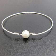 Simple pearl bangle