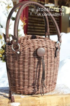 Fotografie na stene Irina Rattan Basket, Basket Bag, Willow Weaving, Basket Weaving, Balmain Bag, Square Baskets, Wicker Purse, Paper Weaving, Newspaper Crafts