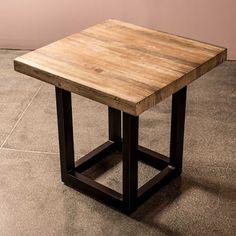 La novedosa mesa lateral MR fusiona la calidez de la madera natural con la fuerte estructura met�lica que le proporciona un estilo totalmente acogedor y atractivo. Busca y completa la colecci�n con la mesa de centro y la mesa de comedor, con ellas har�s de tu sala un lugar �nico.
