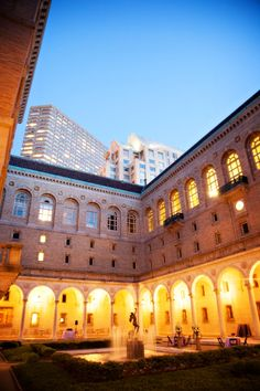 #best #city #wedding #venues Real Boston Wedding at the Boston Public Library by Person & Killian Photo on Marry Me Metro a city wedding blog 53