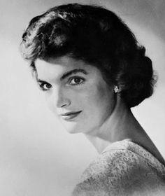 Jacqueline Lee Bouvier (March 1953). Sabrán pues con quién terminó enredada.