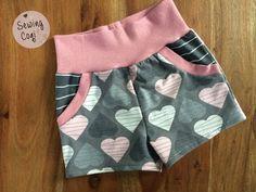 Shorts aus Sunny and Sam von FeeFee Stoffpaket von Lieblingsstoff-s - Mädchenoutfit - Mädchen - Nähen - Rosa Grau - Outfit