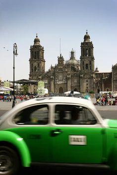Taxi passing Palacio Nacional. THIS WAS ME AND MY DAD PASANDO EN SU TAXI EN EL CENTRO AWW MEMORIES