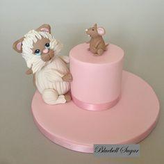 So cute! Cat and mouse cake #CatAndMouseCake