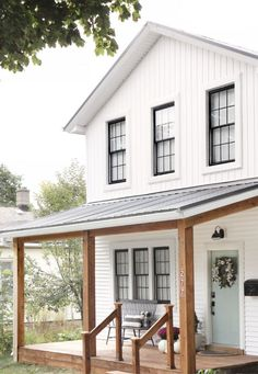 Top 10 White Farmhouse Exteriors Thinking of moving to the country, or maybe you just want to dream a little bit.I've got a round-up of Top 10 White Farmhouse Exteriors. All with unique roof lines, porch styles, doors, and even windows. White Farmhouse Exterior, White Exterior Houses, Farmhouse Homes, Farmhouse Style, Black Windows Exterior, Farmhouse Ideas, White Houses, Farmhouse Design, White House Exteriors
