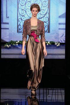 Randa Salamoun F/W 2009 Couture African Fashion, Indian Fashion, Net Fashion, Classy And Fab, Fashion Design Template, Look Short, Couture, Indian Designer Wear, Mode Inspiration