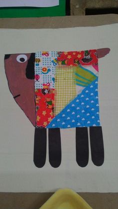 Papelão, tintas, retalhos de tecidos e papéis. Kawaii, Crafty, Quilts, School, Dogs, Senior Citizen Activities, School Displays, Preschool, Dog Cat