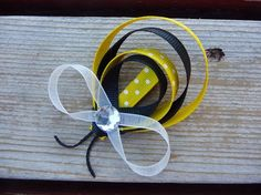 Bumble bee hair clip... perfect gift for a little girl.
