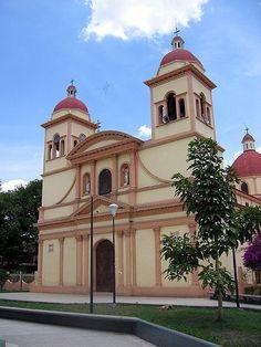Visitamos un Iglesia en Venezuela. Afiliaciones religiosas en Venezuela: Católica Romana 96%, protestantes 2%, otros 2%