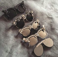 Fashion accessories Glasses discovered by Dóra Somogyvári Lunette Style, Jewelry Accessories, Fashion Accessories, Trendy Accessories, Fashion Eye Glasses, Cute Glasses, Eyeglasses, Round Sunglasses, Stylish Sunglasses