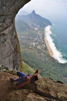 Localizado em um dos trechos da via Pico dos 4, a Garganta do Céu é parada obrigatória para quem se aventura na trilha da Pedra da Gávea.Este desvio...