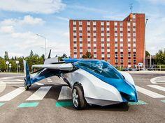 Primer coche volador