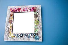 Espelho moldura decorada com botões
