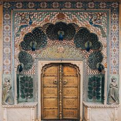 "3,670 aprecieri, 34 comentarii - ELLE DECOR (@elledecor) pe Instagram: ""Peacocking the best way. #Jaipur #DoorsOfInstagram #Regram: @inbedwith.me"""