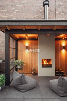 Latest Cost-Free Fireplace Outdoor architecture Ideas Planning for an Outdoor Fireplace? Outdoor fireplaces and fire pits develop a warm and inviting area fireplace patio Terrasse Design, Patio Design, Garden Design, Outdoor Rooms, Outdoor Living, Outdoor Decor, Modern Outdoor Fireplace, Outdoor Fireplaces, Fireplace Garden