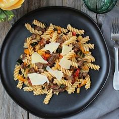 Pasta with beef and vegetables sauté Dole Pineapple Juice, Coconut Flan, A Food, Food And Drink, New Recipes, Healthy Recipes, Delicious Desserts, Yummy Food, Canela