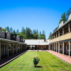 This Willits Hotel is an Award-Winning Hotel that is perfect for families to Visit Willits California & The Redwood Forest. Best Hotels in Willits CA West Town, Redwood Forest, Fort Bragg, Old West, Room Themes, Be Perfect, Best Hotels, Old Things, California