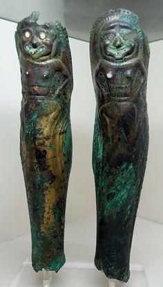 Schinieri apuli del VI secolo a.C. (da Ruvo di Puglia, ora al British Museum).