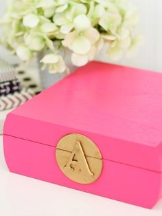 This preppy and polished DIY adds a pop of color to your vanity, and Amber at Damask Love shows how simple it is to recreate. Do It Yourself Projects, Diy Projects To Try, Crafts To Make, Fun Crafts, Monogram Box, Monogrammed Stationery, Diy Y Manualidades, Diy Letters, Crafty Craft