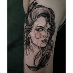 "Tatuagem feita por <a href=""http://instagram.com/fetattooer"">@fetattooer</a>"