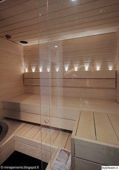sauna,saunan lasiseinä,pieni kylpyhuone,kylpyhuone,vaalea sauna,pieni sauna