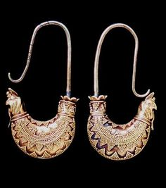 Pair of gold boat-shaped earrings, from Grave I(b) at Nymphaeum in the Crimea (gold), Scythian / Ashmolean Museum, University of Oxford, UK History Of Wine, Mystery Of History, Ancient Jewelry, Antique Jewelry, Russian Jewelry, Archaeological Finds, Silver Brooch, Ancient Artifacts, Ornaments