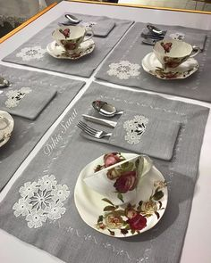 Dikiş Sanat ✂️ (@dikisanat) • Foto e video di Instagram Crochet Kitchen, Diy Kitchen, Decor Crafts, Diy And Crafts, Fashion Window Display, Ideas Prácticas, Vintage Tablecloths, Christmas Coloring Pages, Wedding Napkins