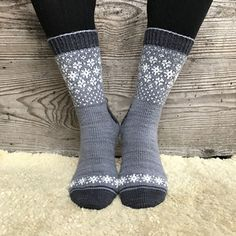 Ravelry: Wishing for Snow Socks pattern by Runningyarn Crochet Socks, Knitting Socks, Hand Knitting, Knit Crochet, Knit Socks, Woolen Socks, Lots Of Socks, Winter Socks, Patterned Socks